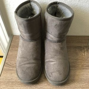 Shoes - Gray snow boots
